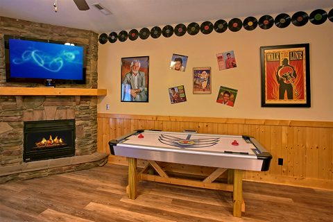 Cabin with Air Hockey, Pool Table and Arcades - C'Mon Inn