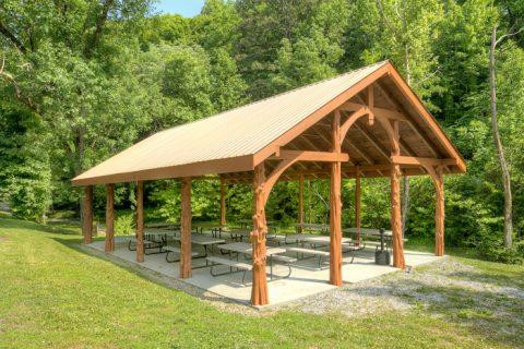 Cabin with Resort PIcnic Area and Pavillion - C'Mon Inn