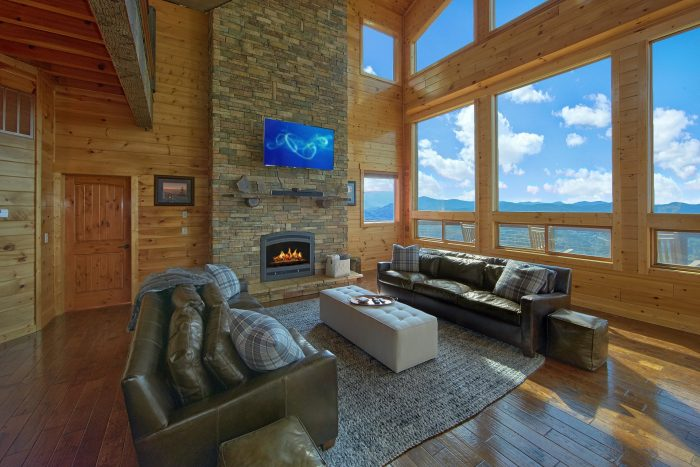 Luxury Cabin with Floor to Ceiling Fireplace - Copper Ridge Lodge