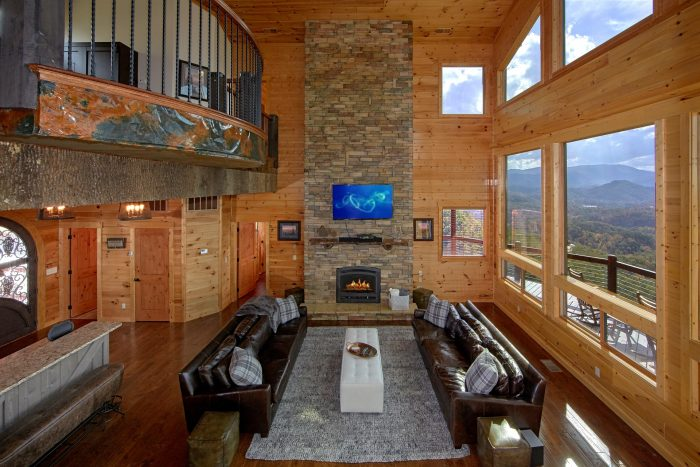 Luxurious Living room with Views of the Mountain - Copper Ridge Lodge