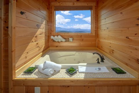Private Jacuzzi Tub in Master Bathroom - Copper Ridge Lodge