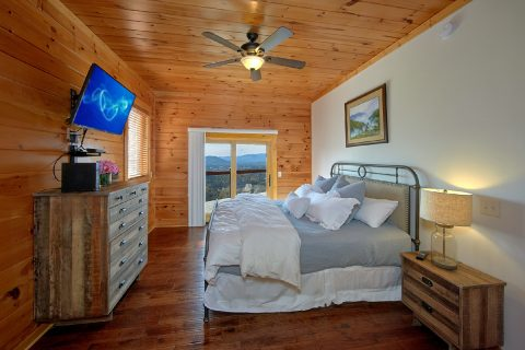 Master King Bedroom with Views of the Mountains - Copper Ridge Lodge