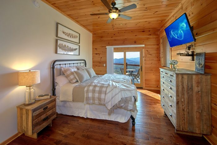 Private King Bedroom with Mountain Views - Copper Ridge Lodge