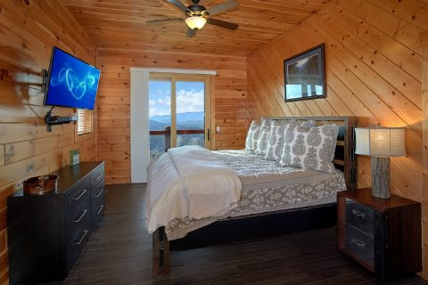 King Bed in Private Master Suite with Views - Copper Ridge Lodge