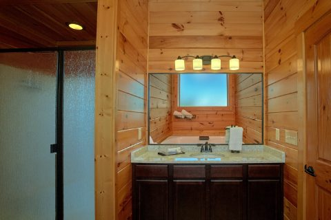 Master Bathroom in Private King Suite - Copper Ridge Lodge