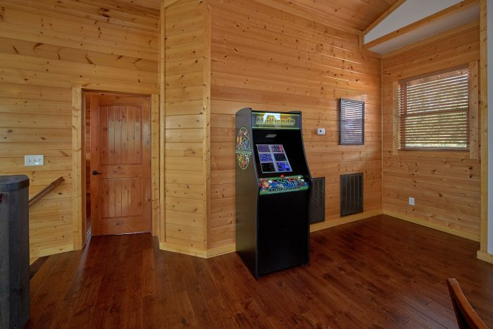 Spacious 6 Bedroom Cabin with Video Arcade Game - Copper Ridge Lodge