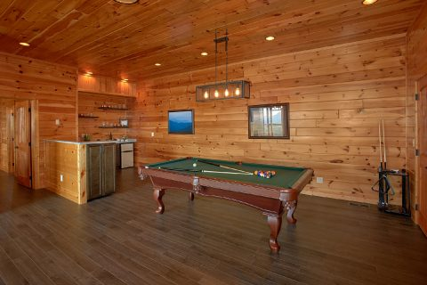 Pool Table & Game Room in Luxury 6 Bedroom Cabin - Copper Ridge Lodge