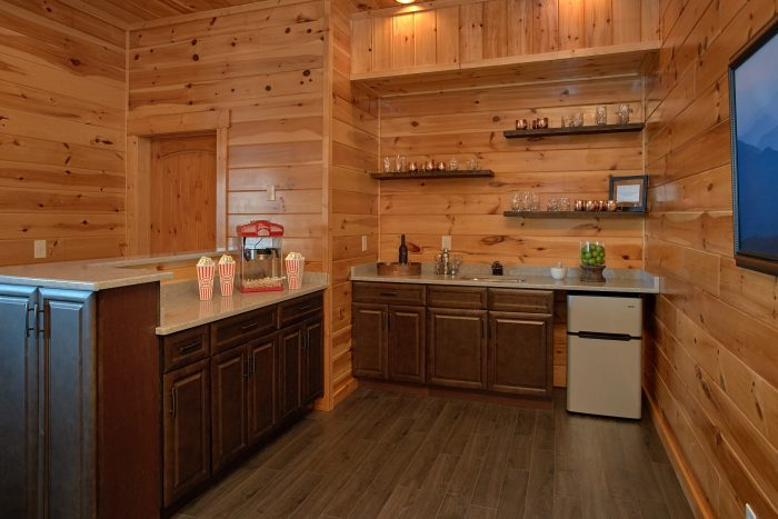 Luxury Cabin with Wet Bar and Pool Table - Copper Ridge Lodge