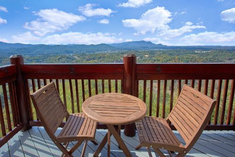 6 Bedroom Cabin with Decks overlooking Dollywood - Copper Ridge Lodge