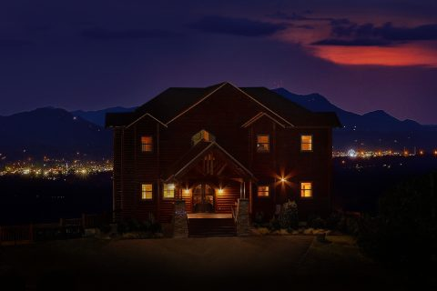 Luxurious 6 Bedroom Lodge with Mountain Views - Copper Ridge Lodge