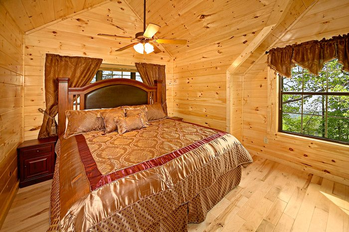 Cabin with King Bed - Could Not Ask For More