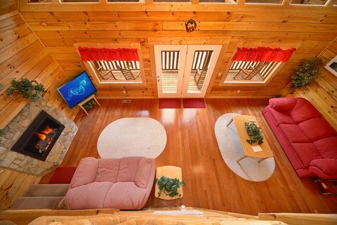 Cabin with Hard Wood Floors on Main Level - Cowboy Up