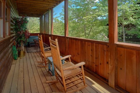 Pigeon Forge cabin rental with hot tub on deck - Cozy Escape