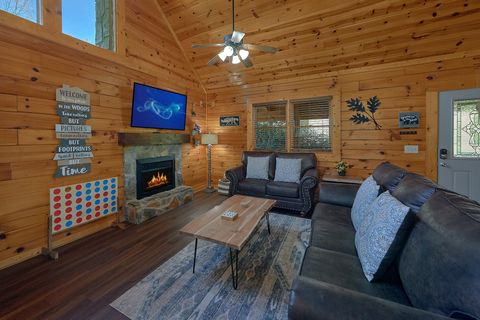 Cozy 2 bedroom cabin living room with fireplace - Cozy Escape