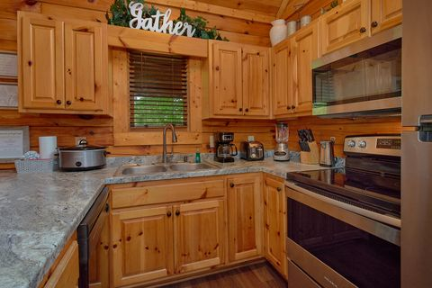 Fully Furnished kitchen in 2 bedroom cabin - Cozy Escape