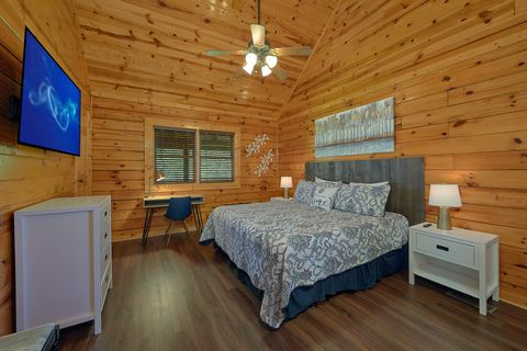 2 Bedroom Cabin with Cozy Indoor Jacuzzi Tub - Cozy Escape