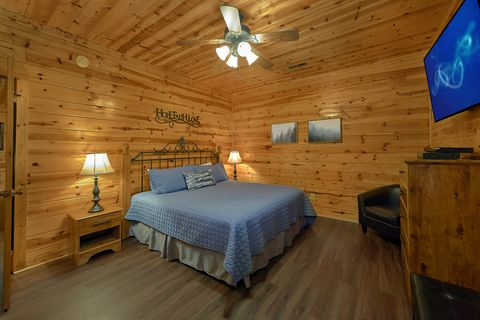 2 Bedroom Cabin with Luxurious Outdoor Hot Tub - Cozy Escape