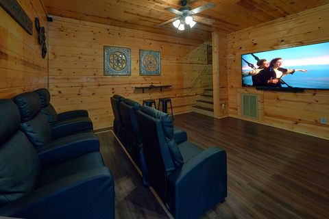 2 Bedroom Pigeon Forge Cabin Close to Parkway - Cozy Escape