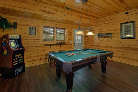 Premium Cabin with Resort Pool Access - Cozy Escape