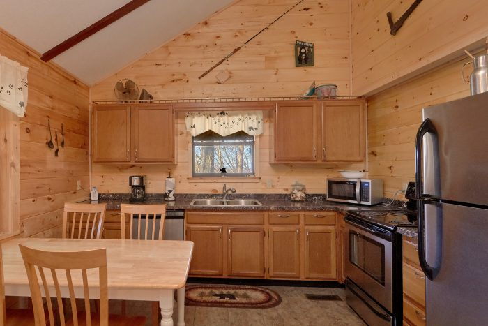 Spacious 3 Bedroom Cabin with Open Floor Plan - Cozy Hideaway