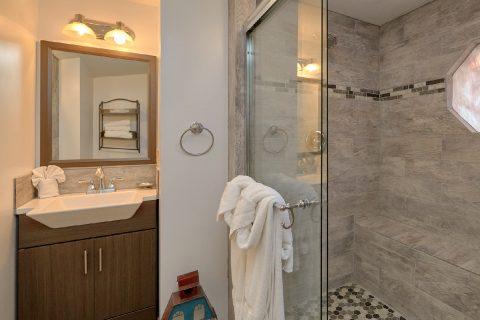 Main Floor Bath Room - Cozy Hideaway