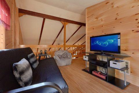 3 Bedroom Cabin Sleeps 8 Extra Seating Space - Cozy Hideaway