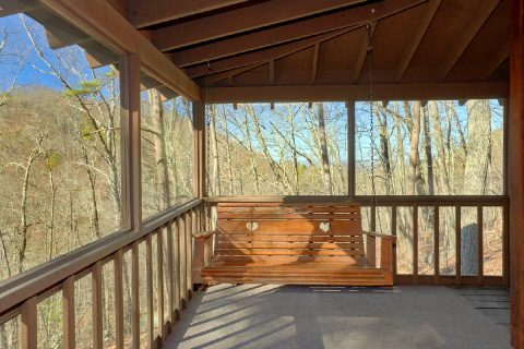 Deck with Swing 3 bedRoom Cabin - Cozy Hideaway