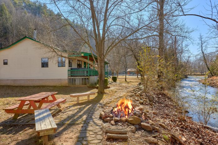 3 Bedroom Cottage on Creek with Fire pit - Creekside Cottage