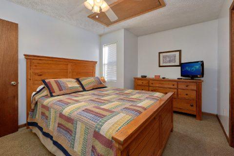 Queen Bedroom - Creekside Cottage