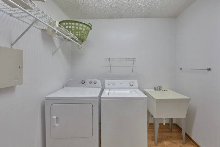 Vacation Home with Full Sized Washer and Dryer - Creekside Cottage
