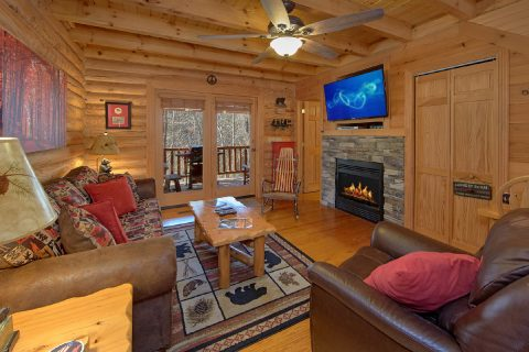 Premium 2 Bedroom cabin with sleeper sofa - Creekside Hideaway