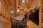 Luxurious Cabin with a Fully Furnished Kitchen