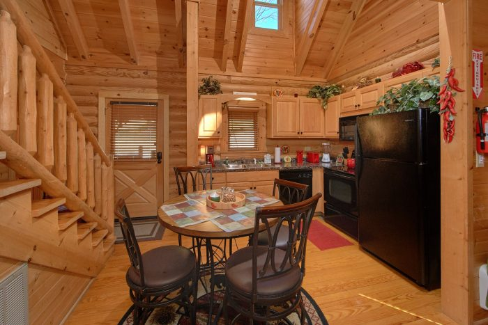 Luxurious Cabin with a Fully Furnished Kitchen - Creekside Hideaway