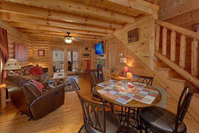 2 Bedroom Cabin with Luxurious Living Area - Creekside Hideaway