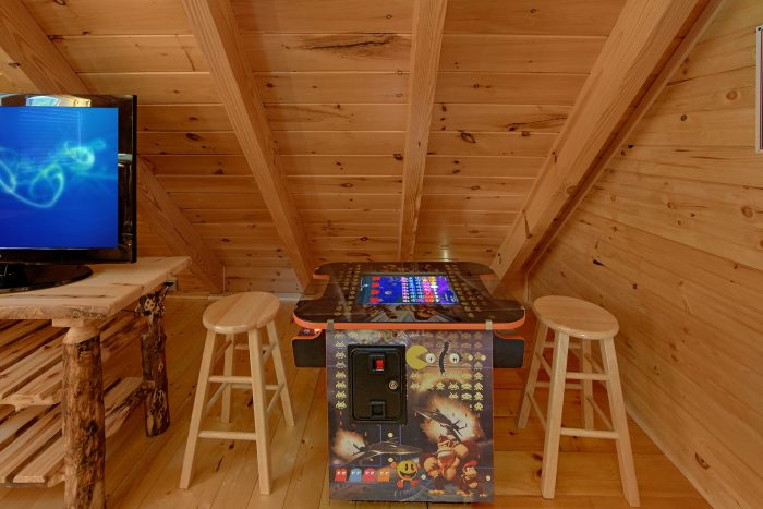 2 Bedroom Cabin with 2 Arcade Games in Loft - Creekside Hideaway