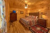 Luxury Cabin with King Bed Sleeps 18