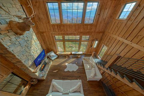 Luxury 4 Bedroom Cabin with Indoor Pool - Crown Chalet