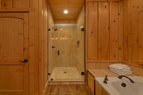 4 Bedroom Chalet Village Vacation Home Master - Crown Chalet