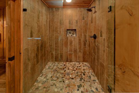 Largge Open Game Room 4 Bedroom - Crown Chalet