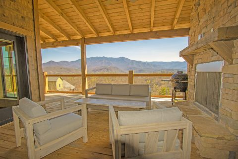 Covered Deck with Spectacular Views 4 Bedroom - Crown Chalet