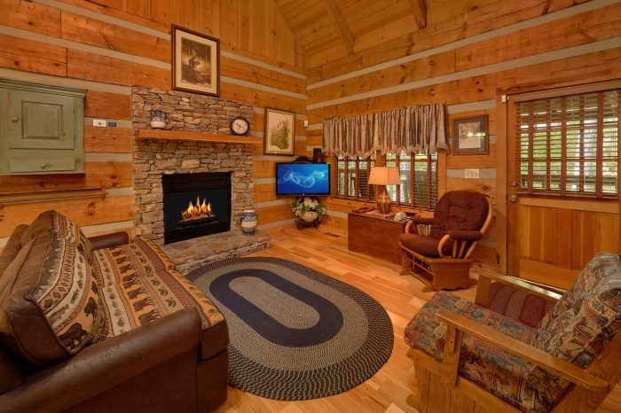 1 Bedroom Cabin with a Fireplace - Cuddle Creek Cabin