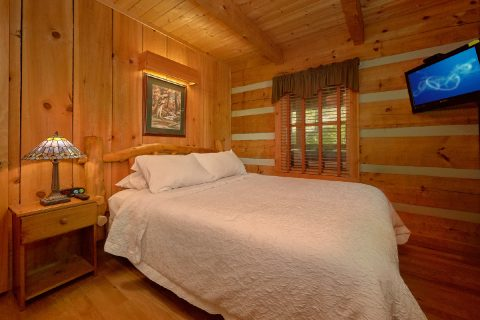 Rustic 1 bedroom cabin with private bedroom - Cuddle Creek Cabin