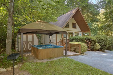 1 Bedroom Cabin with Hot Tub and Charcoal Grill - Cuddles