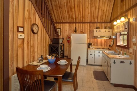 Rustic 1 Bedroom Cabin with Kitchen - Cuddles