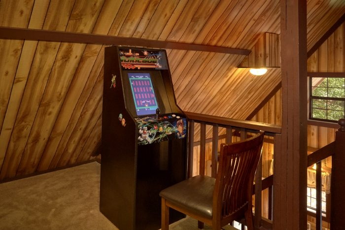 Affordable 1 Bedroom Cabin with Arcade Game - Cuddles