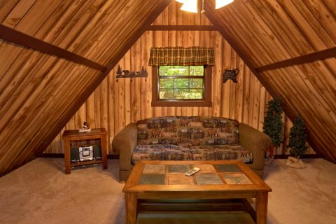 1 Bedroom Cabin with Loft Sitting Area - Cuddles