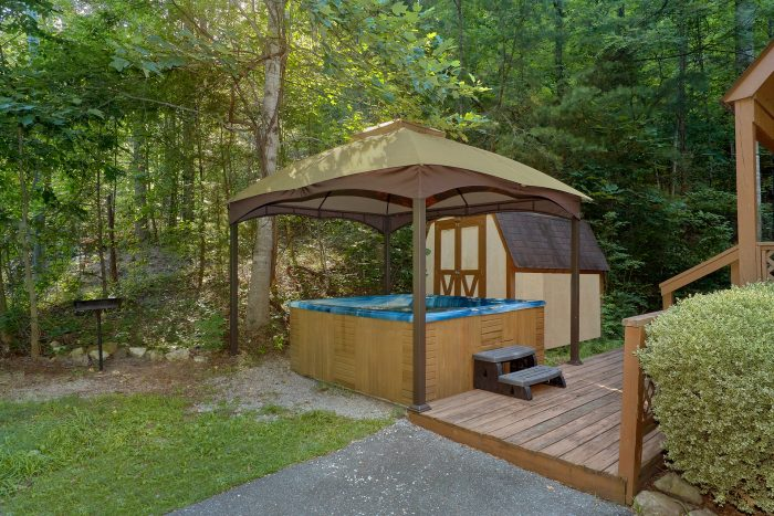 Large Covered Hot Tub with Fire Pit - Cuddles