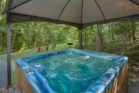 Private Cabin with Large Hot Tub Sleeps 4 - Cuddles