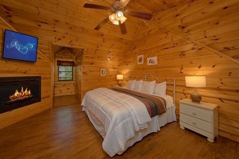 King Master Suite in Cabin - Cuddly Critters