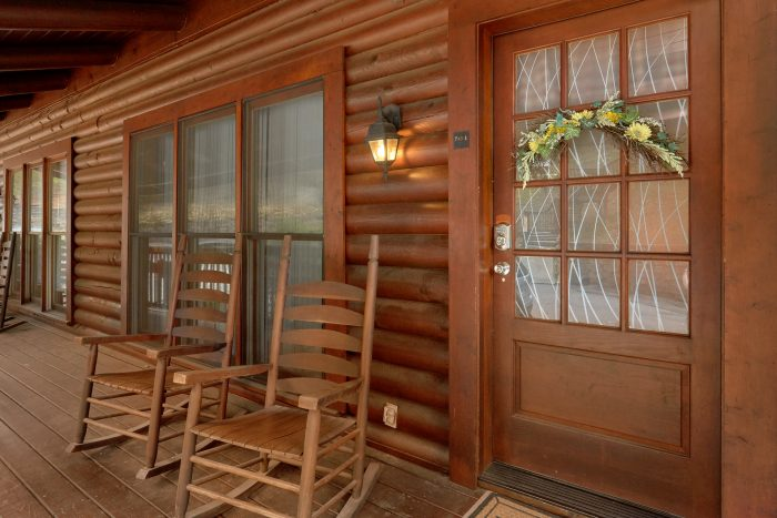 Cozy 2 Bedroom Cabin in Pigeon Forge Sleeps 8 - Dainty's Digs